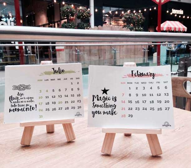 Calendario + Caballete / Dinamita Space