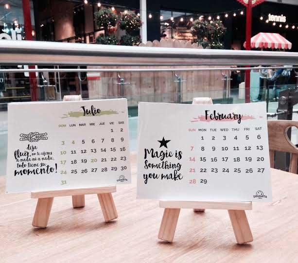 Calendario + Caballete / Dinamita Space